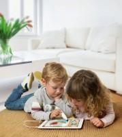 Kinder beim Spielen mit Appen