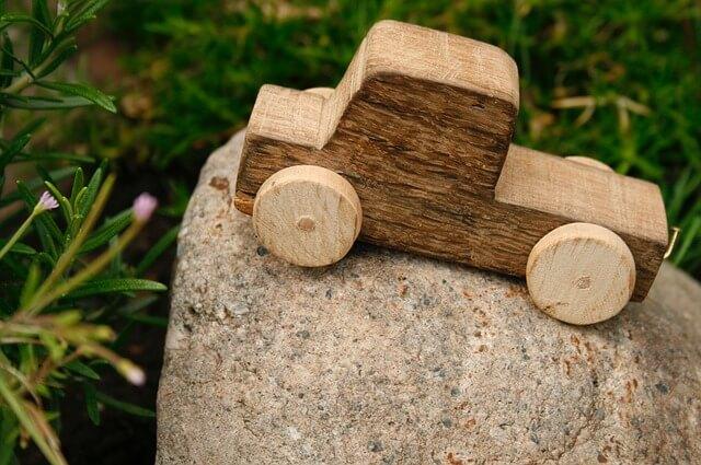 Holzspielzeug für Kinder zum Selberbasteln